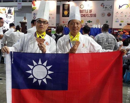 [新聞]  佛大義麵飄香 素食系施建瑋及吳仕文老師獲馬來西亞國際廚藝賽大獎
